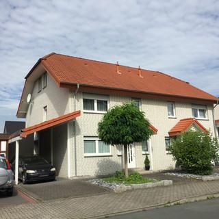 Doppelhaushälfte mit Keller und Carport