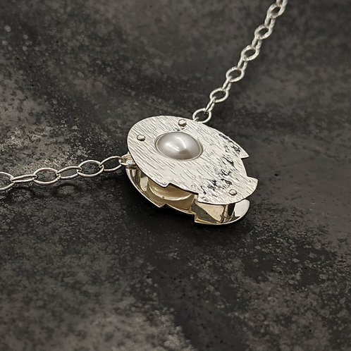 Oval Neutron Necklace with White Pearl and Bark Hammer Texture