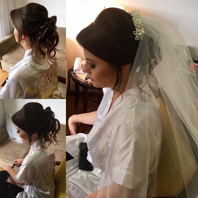 Noiva Mayla! Lindaaaa!!!_Hair_ _arianeartehair _Makeup_ _anaveigga _#penteadodenoiva #diadanoiva #no
