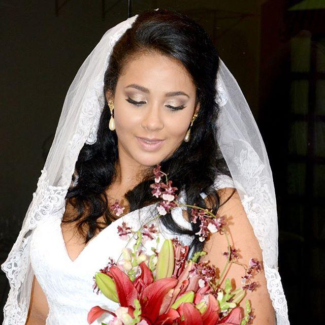 Quando a noivinha envia suas fotos se sentindo a mais linda não tem preço!!! #diadanoiva #noiva #cas
