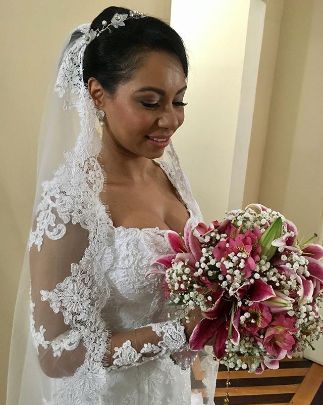 Noiva tão linda por dentro que foi fácil aparecer por fora!! Obrigada pela confiança!! #diadanoiva #