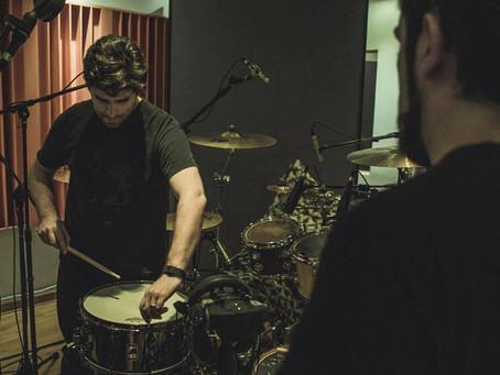 5 pasos para grabar baterías en un estudio que no conoces.