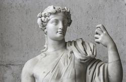 Statue-Cover