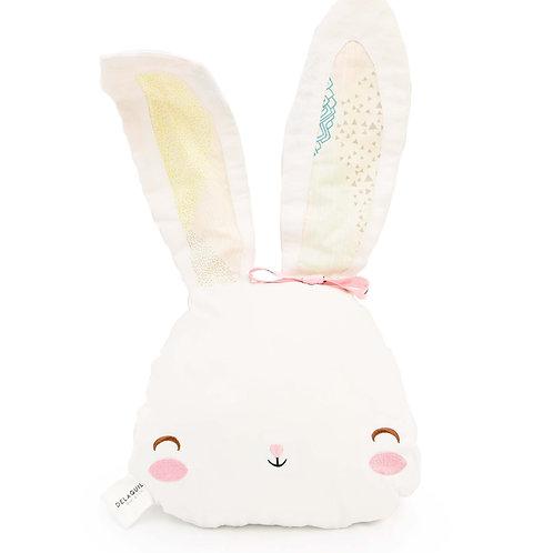 Cojín de conejo con bordado y patchwork
