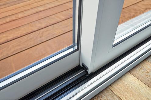 sliding-glass-door-detail-rail-embed-flo