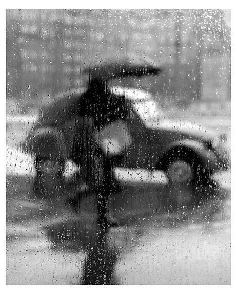 La_2CV_sous_la_pluie,_Paris,_1957©Sabine