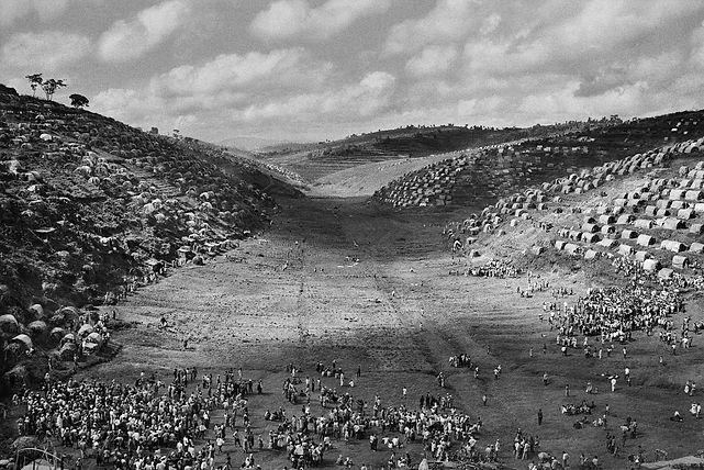 Le camp de Kibeho, destiné aux rapatriés du Zaïre et du Burundi. Rwanda. 1995. © Sebastião Salgado