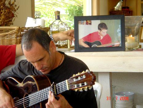 דייויד ברוזה שר לתם