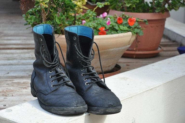 נעלים.jpg