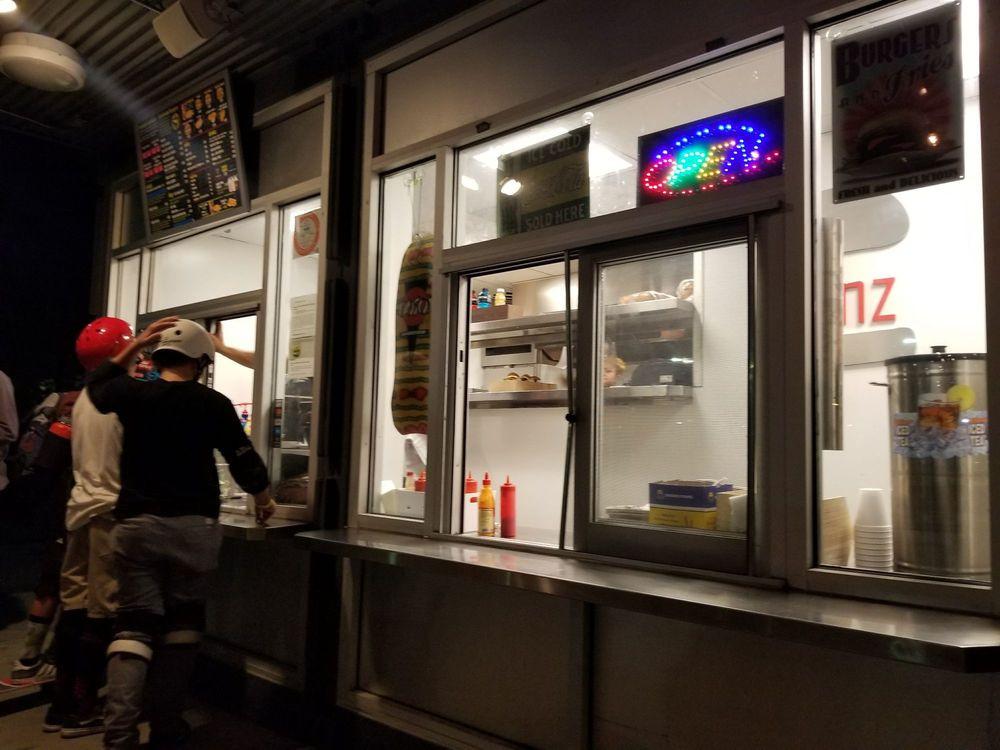 bunz-burgers-restaurant (11).jpg