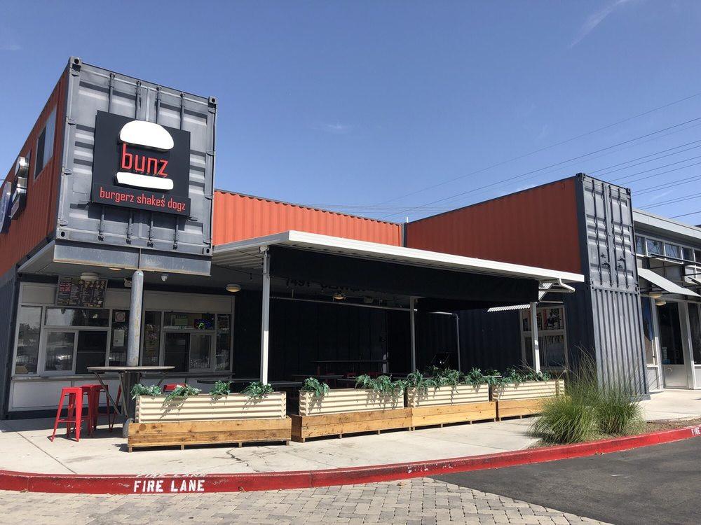 bunz-burgers-restaurant (4).jpg