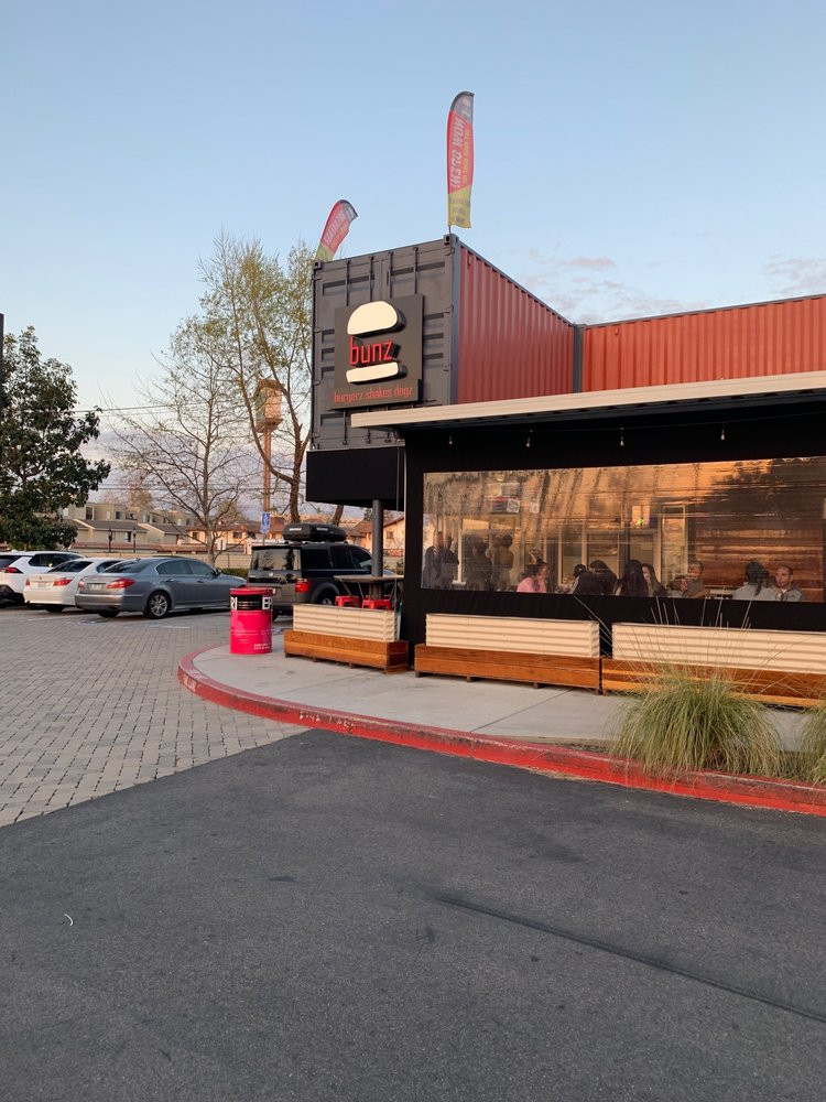 bunz-burgers-restaurant (15).jpg