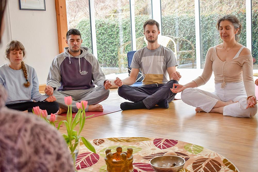 people meditating & mindful Living