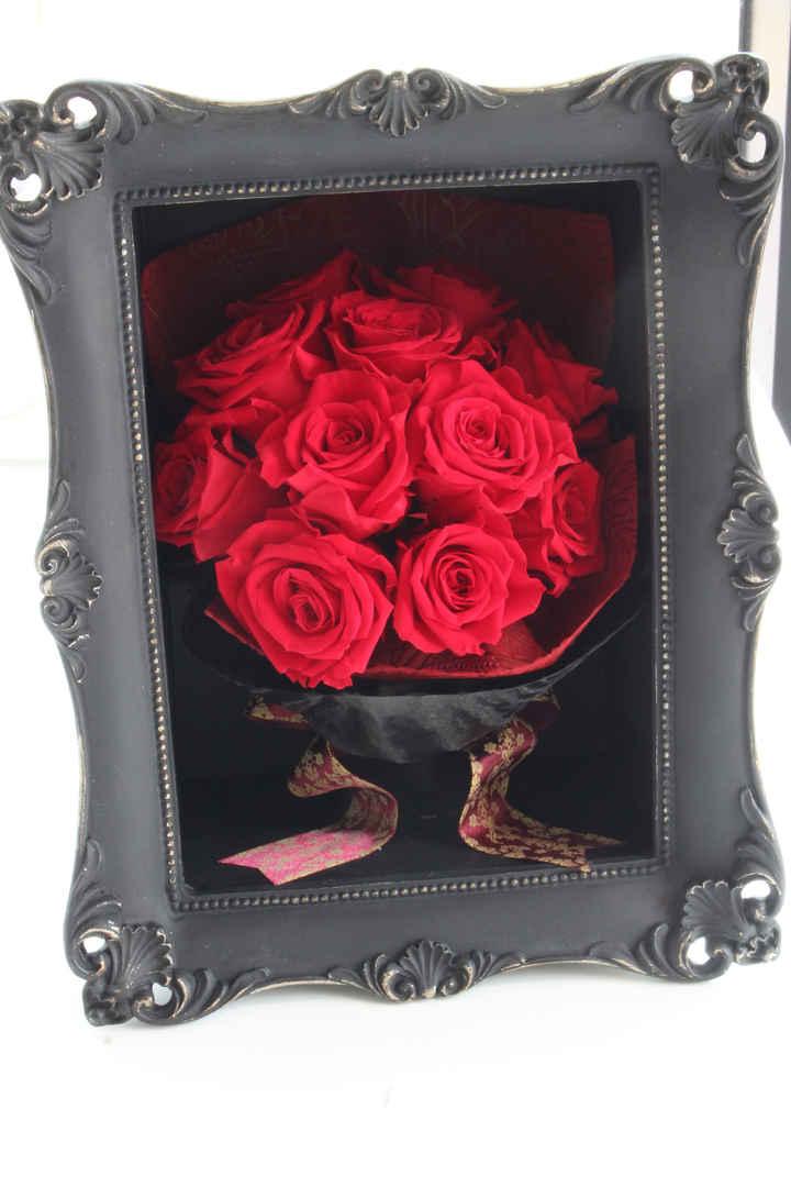11本の薔薇のブーケ・ブラックフレーム入り