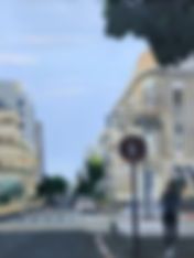 תל אביב, פינת רחוב עם נערה.jpg
