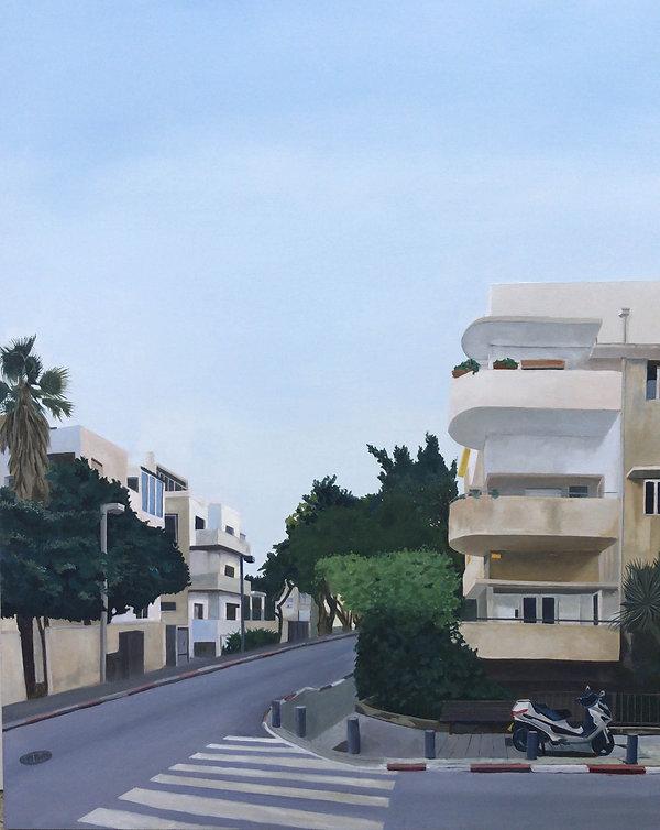 רחוב בתל אביב עם אופנוע.jpg