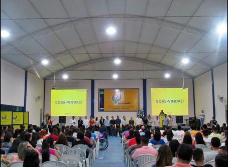 Alunos lotam auditório para aula inaugural