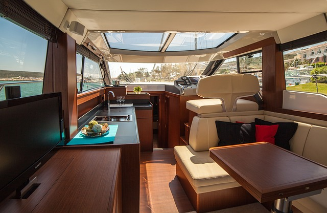 motor-yacht-638392_640.jpg