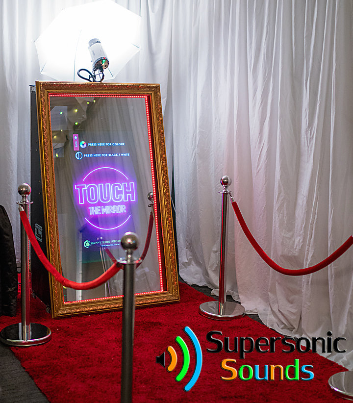 """Mirror Booth(65"""" TV)"""