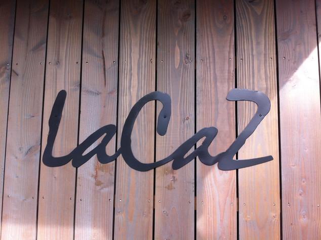 Enseigne à l'ancienne avec nom de maison LACAZ