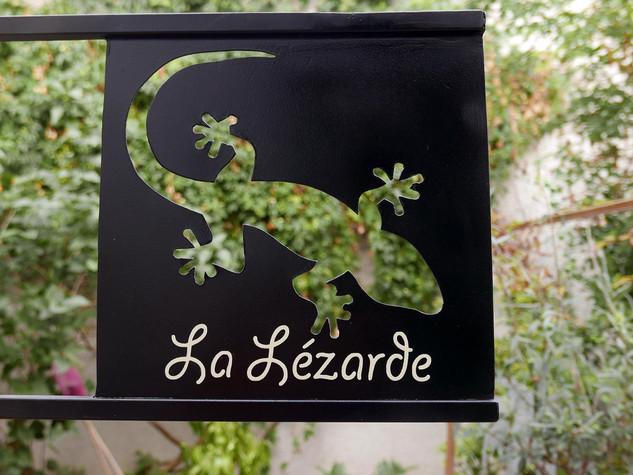 Enseigne à l'ancienne avec nom de maison LA LÉZARDE