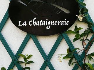 Enseigne à l'ancienne avec nom de maison LA CHÂTAIGNERAIE