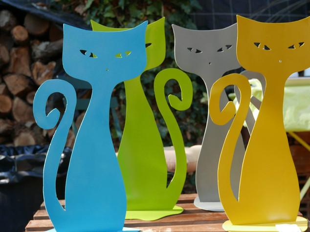 Des chats en métal pour une déco variée COULEURS