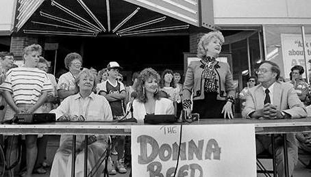 Debbie Reynolds visits Denison, IA