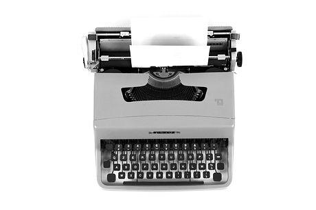 Olivetti%20Lettera%2035%2C%20typewriter%20machine_edited.jpg