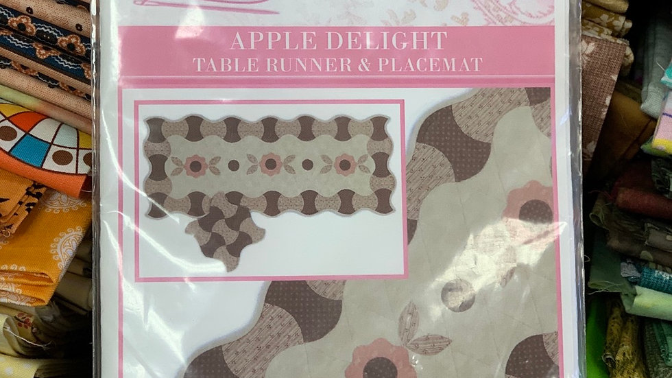 'Apple Delight' Tablerunner & Placemat - Sue Daley Designs