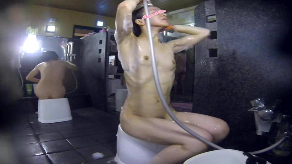 「筋トレ美女の入浴観察 腹筋がセクシー」
