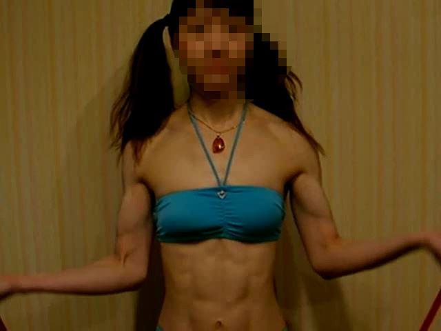 筋肉質な女の子 ~腕の筋肉がムキムキに!~