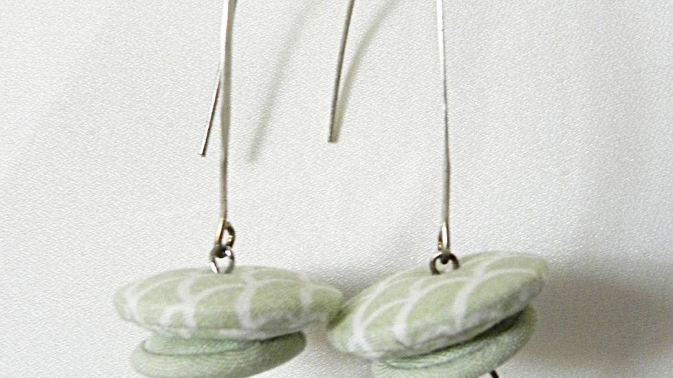 Boucles d'oreilles en tissu vert pâle