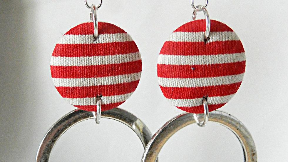 Boucles d'oreilles avec anneau,en tissu rouge et blanc