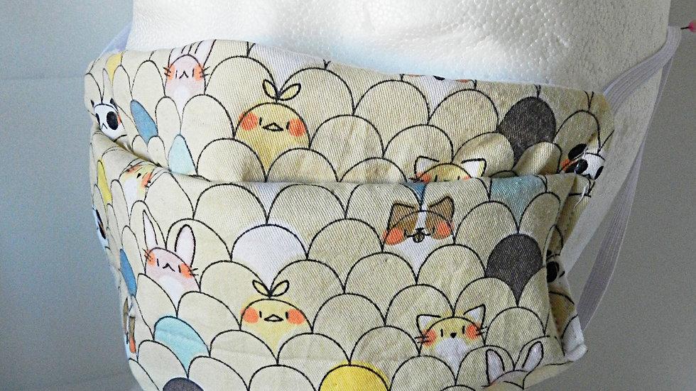 Masque 3 couches en tissu  kawai beige avec petits animaux, lavable