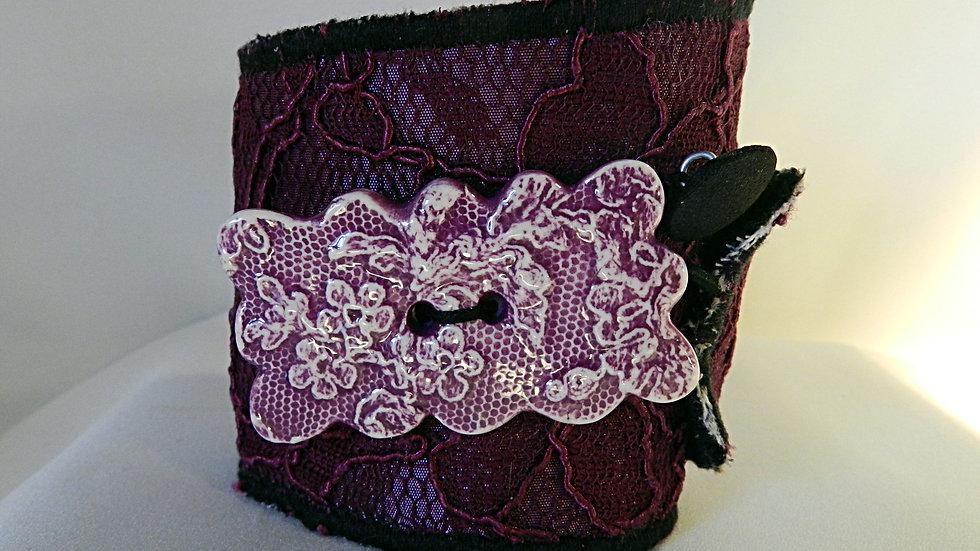 Bracelet manchette en dentelle violette