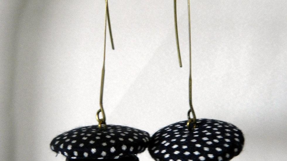 Boucles d'oreilles en tissu à pois noir et blanc