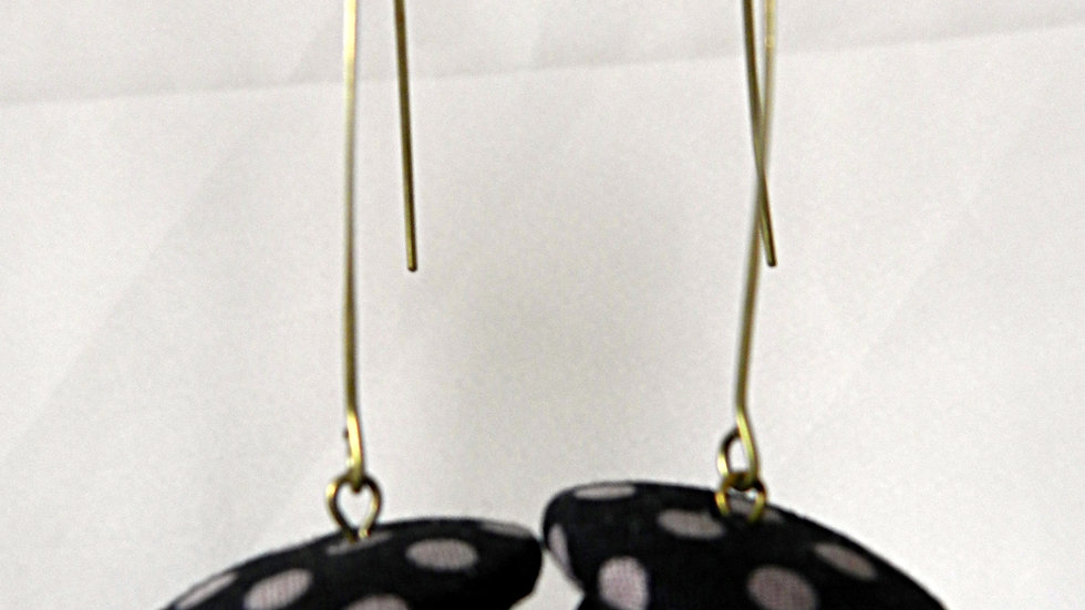Boucles d'oreilles en tissu noir à pois gris