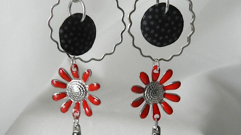 Boucles d'oreilles en tissu noir, avec fleur rouge