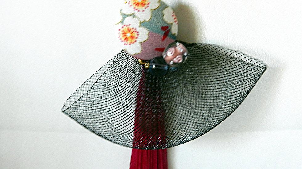 Sautoir en tissu japonais fleuri rose et gris, avec pompon