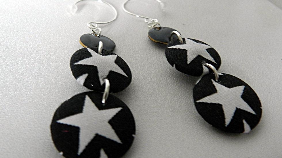 Boucles d'oreilles en tissu noir et blanc à étoiles