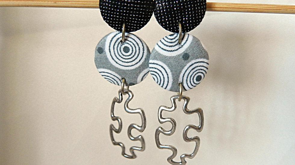 Boucles d'oreilles en tissu noir, gris et blanc, avec puzzle
