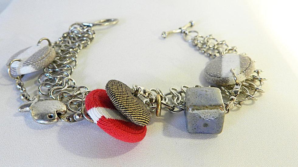 Bracelet, perles de tissus rayés rouge, beige et blanc