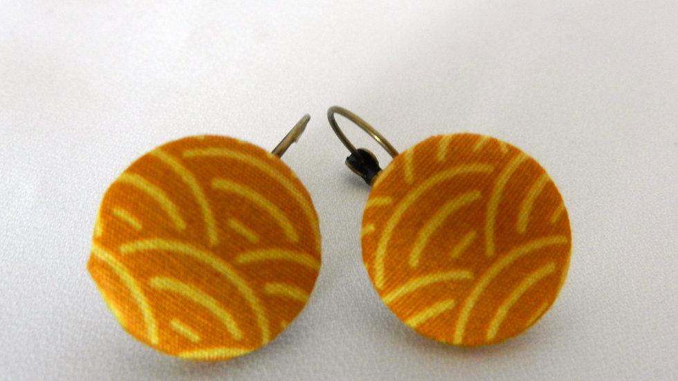 Boucles d'oreilles dormeuses en tissu jaune