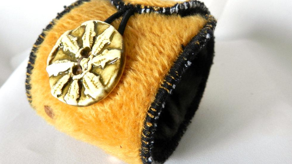 Bracelet manchette en fourrure synthétique ocre