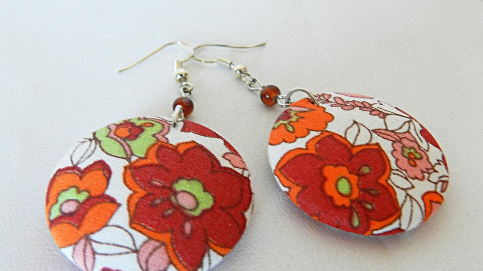 Boucles d'oreilles en tissu rouge fleuri