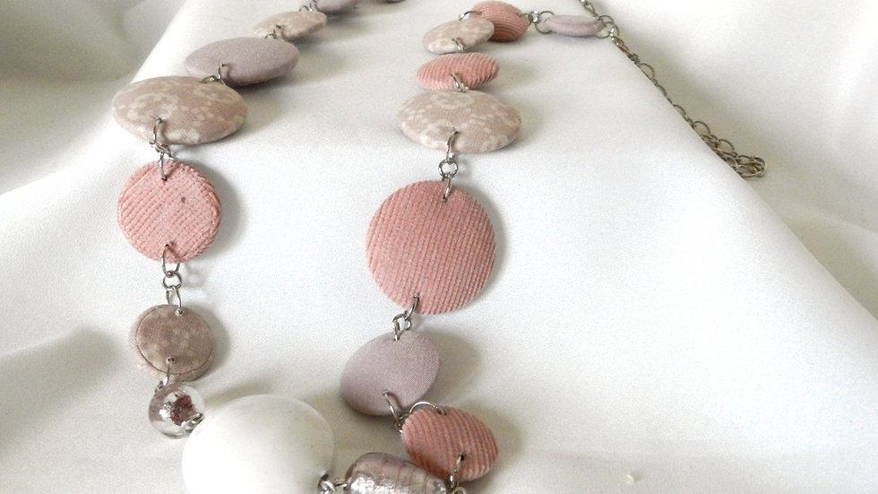 Sautoir en tissus rose pastel