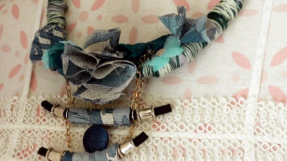 Collier bleuvert, Ode au Japon