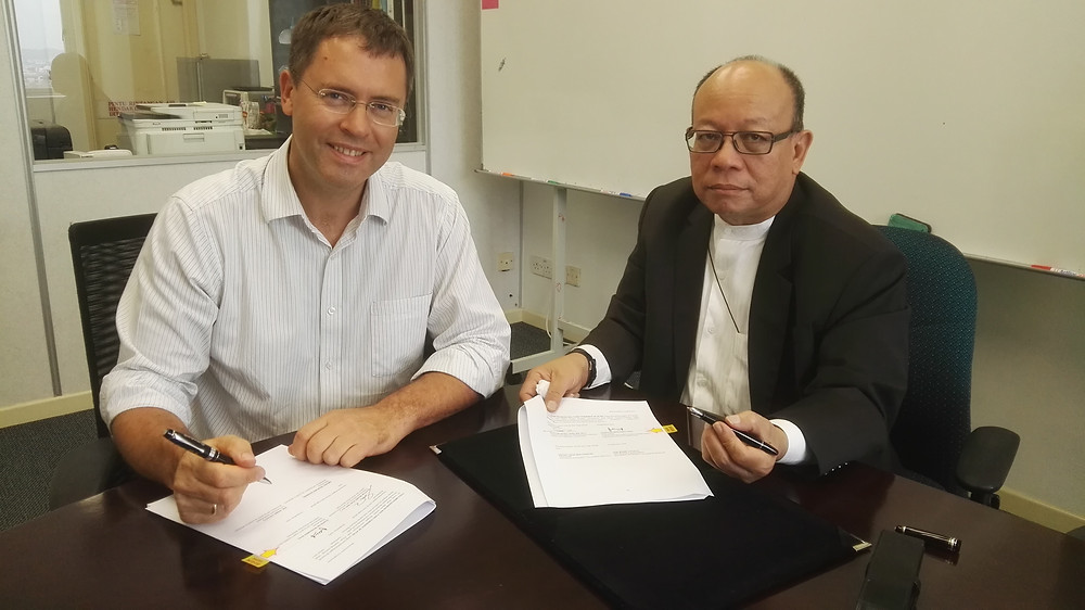Mohd Shan bin Hashim (President of BIA) and Dr Mark Lovatt (Secretary General of BIA) signing the MOU