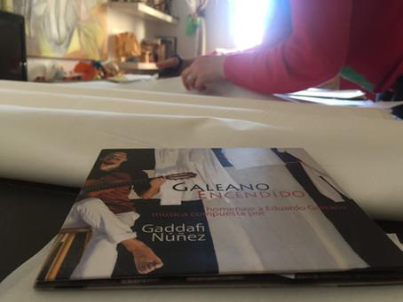 Carteles y telas para Galeano Encendido.